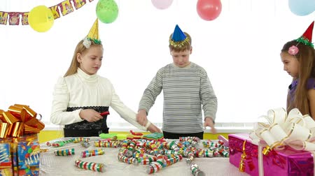 hat : kids during birthday party, counting out game