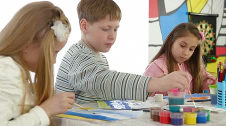 талант : Children painting in play room