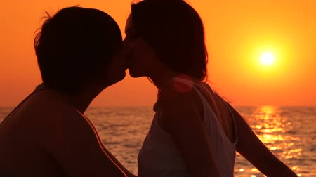 Young couple on the beach at sunset Wideo