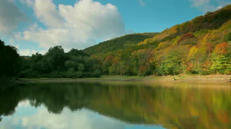 autumn landscape with a lake in the woods among the hills Krasnolesye, Crimea Wideo