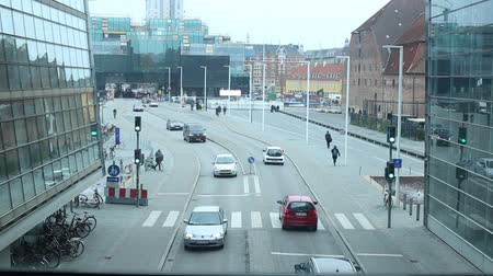 warschau : WARSCHAU, POLEN - DECEMBER 11, 2017: Oude historische gebouwen in Noordelijk Praga-district van de de winter snowless bewolkte dag van Warshau. Praga is een van de oudste districten in Warschau. Stockvideo