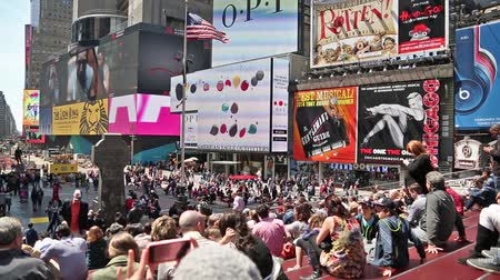 New york, New york,Usa. September 2th, 2016: Pedestrian malls full of crowds on a summer Saturday afternoon in Times Square September 4, 2010 in New York City. Vídeos