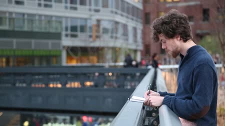 New york, New york,Usa. September 2th, 2016: New York City High Line night in New York City. young guy draws in pencil Vídeos
