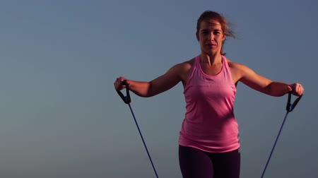 direnç : Slow Motion - Sportswoman Working Out at Sunset Stok Video
