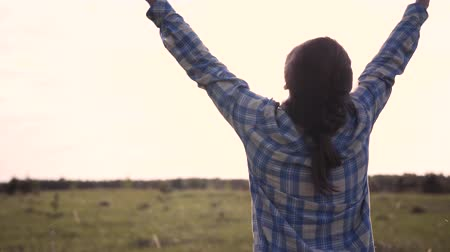 levantado : Woman Raises Hands Up Rejoice In Nature