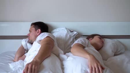 son teslim tarihi : Young Married Couple Overslept