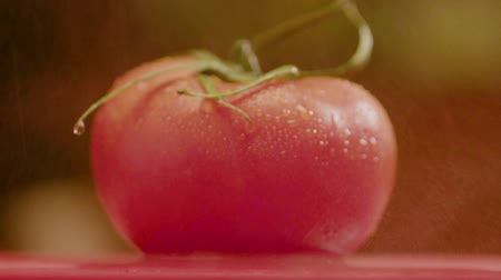 ocet : Small Drops Of Water Dripping On Beautiful Tomato