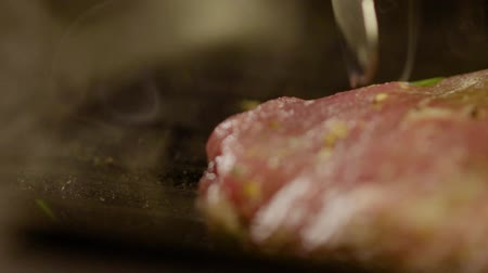 proteínas : Piece Of Fresh Aromatic Steak Is Fried On Grill