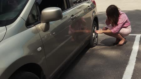 sıkıntı : Businesswoman Got Out Of Car Checking Flat Tire