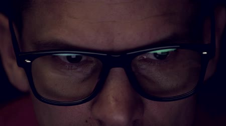 refletir : Close-up - A Mans Eye Is Closely Watching The Information Stock Footage