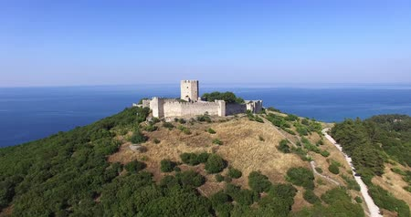 средневековый : Greece, medieval castle of Platamon. Aerial shot Стоковые видеозаписи