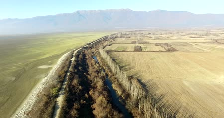 arrabaldes : Aerial flight over the field and a dirt road and left the dried lake Kerkini Vídeos