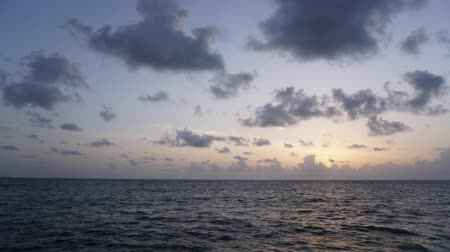 recess : Rising sun on the horizon above a calm ocean