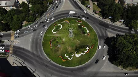 Солнечный день : Aerial view of a road circle with grass in the center. Roundabout from the air Стоковые видеозаписи