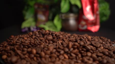 çuval : Roasted Coffee Beans Falls Down from Farmer Hands on a black table with food background