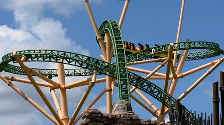 tampa bay : Tampa Bay, Florida. April 30., 2019. Top view of Cheetah Hunt rollercoaster on lightblue cloudy sky background at Busch Gardens. Stock Footage