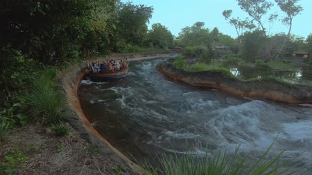 curto : Orlando, Florida. April 30, 2019. People having fun Kali River Rapids attraction at Animal Kingdom in Walt Disney World area (1)