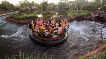 curto : Orlando, Florida. April 30, 2019. People having fun Kali River Rapids attraction at Animal Kingdom in Walt Disney World area (2)
