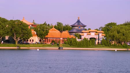 fas : Orlando, Florida. May 29, 2019. Panoramic view of China Pavillion from Showcase Plaza at Epcot in Walt Disney World area (1)