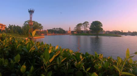 verdadeiro : Orlando, Florida. May 29, 2019. Time lapse of Germany and Italy Pavillions and blue lake at Epcot In Walt Disney World area.