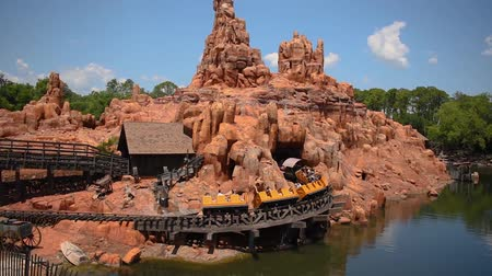 curto : Orlando, Florida. May 23, 2019. Panoramic view of people enjoying Big Thunder Mountain Railroad from Steam Boat in Magic Kingdom.