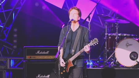 mito : Orlando Florida. 14 de mayo de 2019. Richard Marx cantando This I Promise You en Garden Rock Festival en Epcot en Walt Disney World Resort (2) Archivo de Video