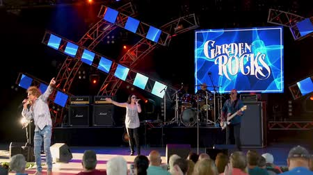 epcot : Stephanie Calvert and Mickey Thomas by Starship singing Nothings Gonna
