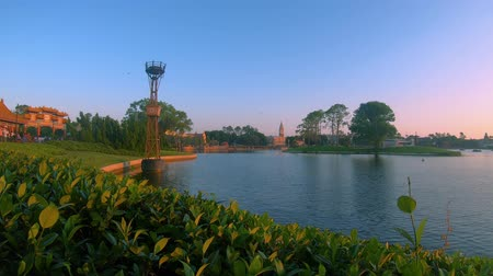 모터 보트 : Orlando, Florida. May 29, 2019. Panoramic view of Germany and Italy Pavillions and blue lake at Epcot In Walt Disney World area.