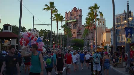 древесный : Orlando, Florida. May 26, 2019. People walking on Sunset Boulevard and man selling Disney balloons at Hollywood Studios (2)