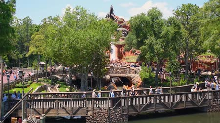 fantasie : Orlando, Florida. 23 mei 2019. Boot in Splash Mountain-attractie vanaf Steam Boat Liberty Square in Magic Kingdom (1)
