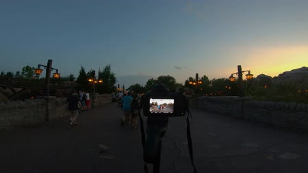 curto : Orlando, Florida. May 16, 2019. Camera recording people walking in Fantasyland area at Magic Kingdom.