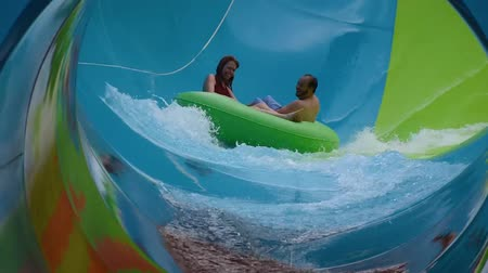 фасонный : Orlando, Florida. June 05, 2019. People enjoying curve shaped wave in Karakare Curl attraction at Seaworld 6 Стоковые видеозаписи