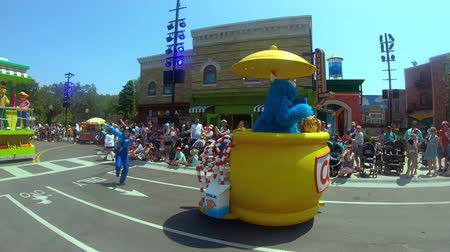 Orlando, Florida. May 23, 2019. Sesame Street Party Parade at Seaworld in International Drive area Dostupné videozáznamy