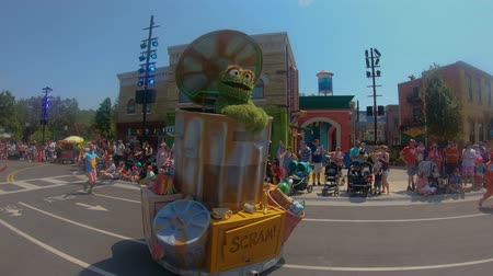 парад : Orlando, Florida. May 26, 2019. Sesame Street Party Parade at Seaworld in International Drive area.