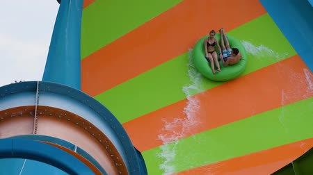 delfín : Orlando, Florida. June 05, 2019. People enjoying curve shaped wave in Karakare Curl attraction at Seaworld 4