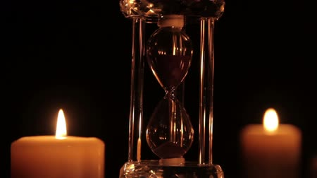 ampulheta : Hourglass and candles
