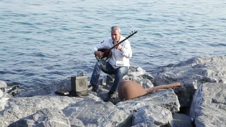 východní : Turkish musician playing at the sea