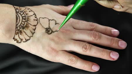 asian and indian ethnicities : Draws on the Indian hand mehandi