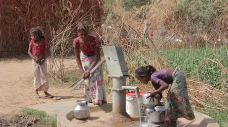 terep : Indian rural girls pour water from the pump to the jugs.Rajasthan.Maunt-Abu.2016