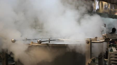 sporák : Steam escapes from the metal tank