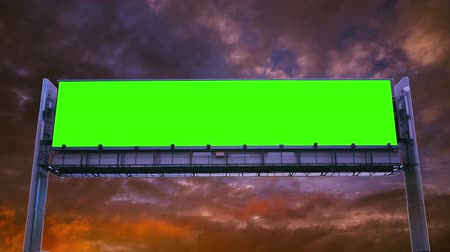 hirdet : Billboard green screen on sky background