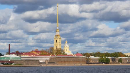 Peter and Paul fortress on the background of beautiful clouds Стоковые видеозаписи