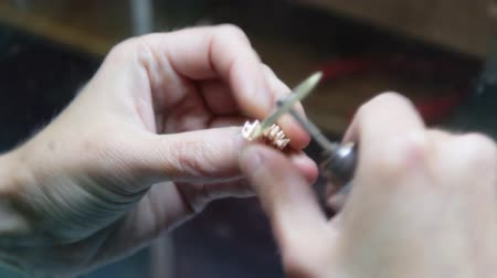 biżuteria : Hand polishing gold jewelry ring jeweler. Production and making manufacturing, factory, cast craft design, process precious gold jewelry, diamond, jewels, ring jeweler, goldsmith in workshop. Wideo