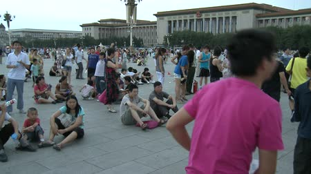 elnök : Beijing, China - 12 August 2015: Architecture of buildings of prosperous Asia. National traditions of modern family on background of public traffic of crowd.
