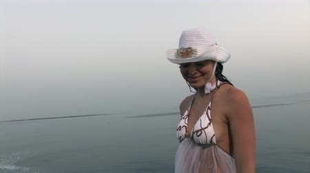 filmagens : Free diver model on ship near water in Red Sea. Filming a movie. Young girl smiling at camera.