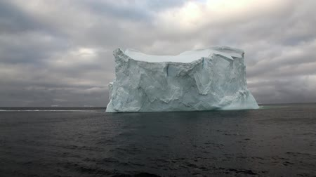 ártico : Huge unique glacier iceberg in ocean of Antarctica. Amazing beautiful wilderness nature and landscape of white mountains. Extreme tourism cold desert north pole. Vídeos