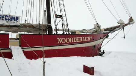 basecamp : Spitsbergen, Norway-21 April 2011: Sailboat sailing ship Noorderlicht basecamp in Arctic. Vessel hotel for tourists on way from Longyear to Pyramiden Spitzbergen Svalbard. Stock Footage