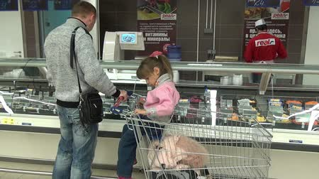 potraviny : Moscow, Russia - 20 May 2016: FFamily with a child buys food in a supermarket. People buy foodstuffs. Retail.