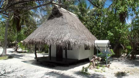 bungaló : Tahiti Island French Polynesia - 26 May 2018: Bungalow on the coast of the Pacific Ocean. Picturesque wild nature nd beautiful landscape. Exotic travel.