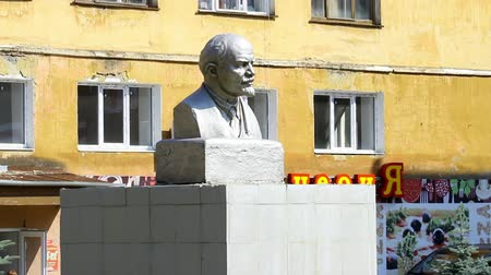 elisabeth : Alapaevsk, Russia - 17 July 2012: Monument to Vladimir Lenin. The bust of VI Lenin is one of the monuments to the leader of the 1917 revolution in the Urals.